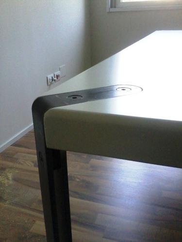Dettaglio del fissaggio gambe