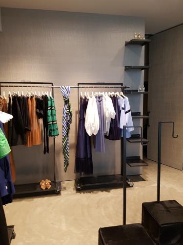 Arredamento negozio di abbigliamento