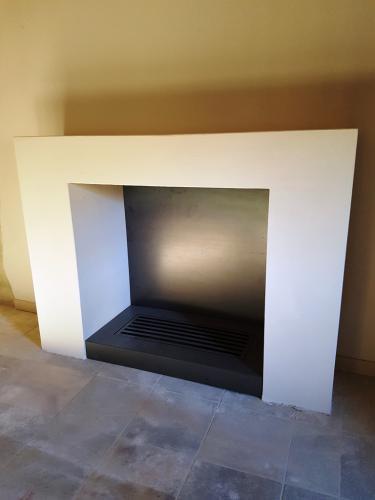 caminetto moderno aperto