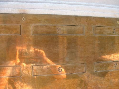 Dettaglio caselle in ottone