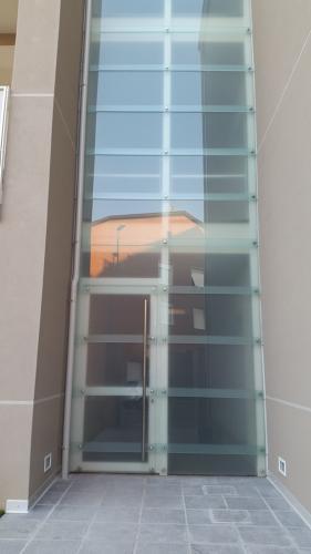 Struttura di chiusura a vetrate
